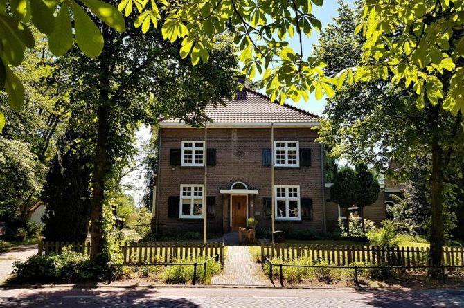Dorpswoning De Pastorie-Villapparte-luxe en statig vakantiehuis voor 12 personen-Noord Brabant
