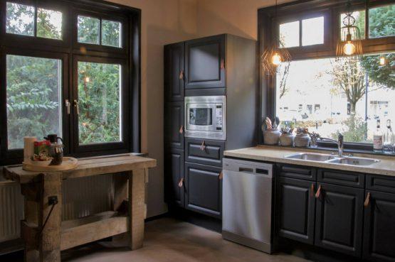 Dorpswoning De Pastorie-Villapparte-luxe vakantiehuis voor 12 personen-Noord Brabant-keuken
