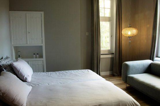 Dorpswoning De Pastorie-Villapparte-luxe vakantiehuis voor 12 personen-Noord Brabant-slaapkamer beneden