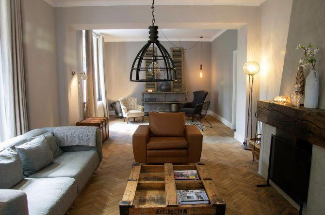 Dorpswoning De Pastorie-Villapparte-luxe vakantiehuis voor 12 personen-Noord Brabant-woonkamer met openhaard