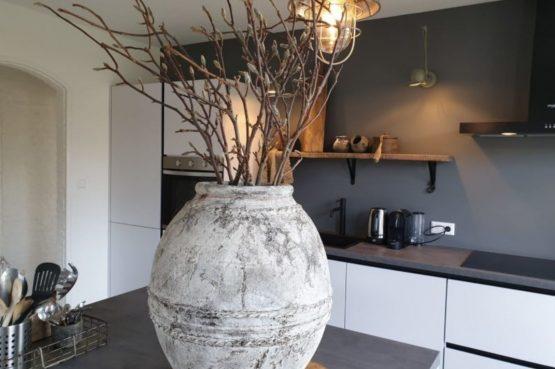 Dorpswoning De Plek - Villapparte - luxe vakantiehuis voor 10 personen - Noord Brabant - luxe keuken