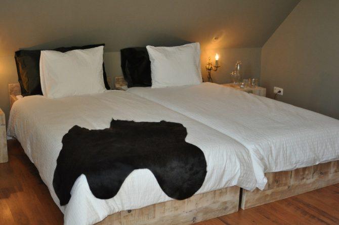 Dorpswoning De Zevende Hemel-Villapparte-luxe vakantiehuis-Noord Brabant - met sauna -10 personen - gezellige slaapkamer