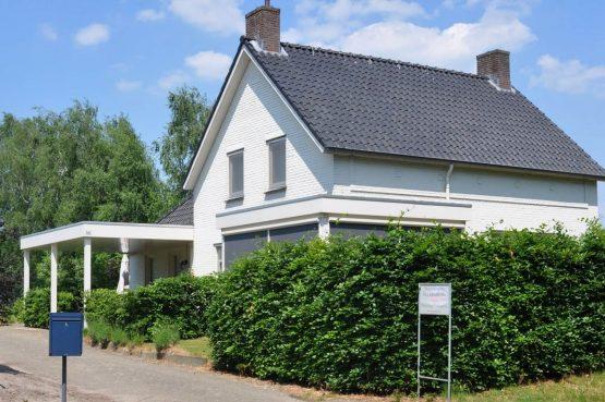 Dorpswoning Het Landelijke - Villapparte - luxe vakantiehuis voor 12 personen - Noord Brabant - voorkant huis