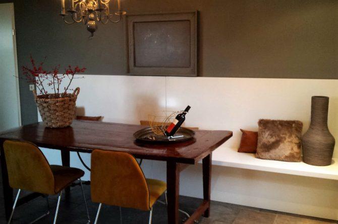 Dorpswoning Het Uitzicht - Villapparte - luxe vakantiehuis voor 14 personen - groepsaccommodatie - Noord Brabant - eettafel keuken
