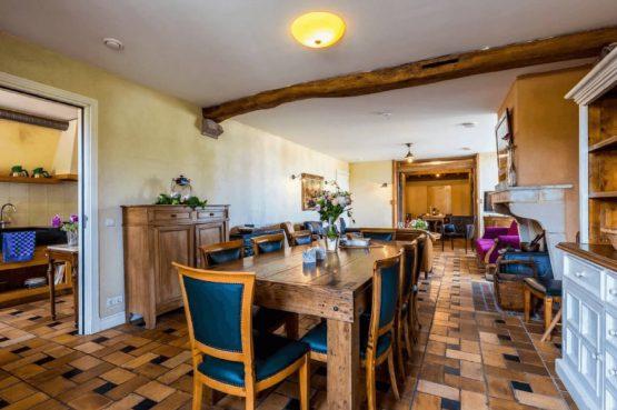 Vakantiehuis De Poel-Villapparte-Smockelaer-luxe groepsaccommodatie-26 personen-Zuid Limburg-grote eettafel