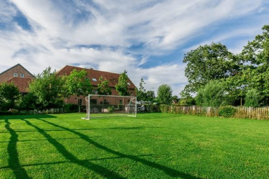 Vakantiehuis De Poel-Villapparte-Smockelaer-luxe groepsaccommodatie-26 personen-Zuid Limburg-uitzicht op huis