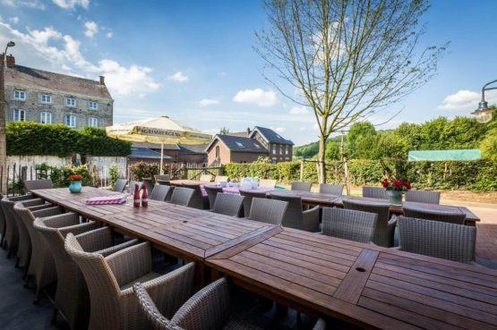Vakantiehuis La Mairie-Villapparte-De Smockelaer-luxe vakantiehuis voor 35 personen-België-groepsaccommodatie-eettafel op terras