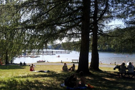 La Cerisaie-Villapparte-Unieke chambres d'hôtes met zwembad-Gîtes en studio-Languedoc Roussillon-Riols- omgeving met meer