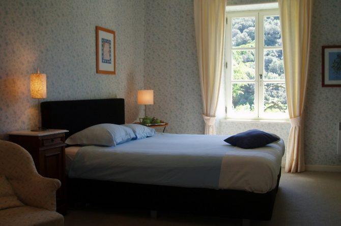 La Cerisaie-Villapparte-Unieke chambres d'hôtes met zwembad-Gîtes en studio-Languedoc Roussillon-Riols- rustige slaapkamer