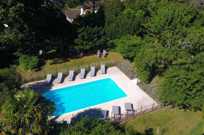 La Cerisaie-Villapparte-Unieke chambres d'hôtes met zwembad-Gîtes en studio-Languedoc Roussillon-Riols- zwembad