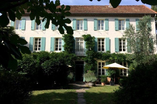 La Cerisaie-Villapparte-Unieke chambres d'hôtes met zwembad-Gîtes en studio-Languedoc Roussillon-Riols- voorkant La Cerisaie
