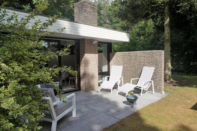 Vakantiehuis de Bosbries-Villapparte-luxe vakantiebungalow-Drenthe-voor 5 personen-heerlijke tuin met ligbedden
