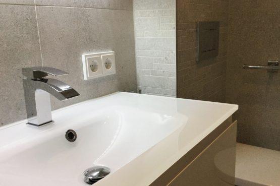 Vakantiehuis de Bosbries-Villapparte-luxe vakantiebungalow-Drenthe-voor 5 personen-luxe badkamer met wastafel