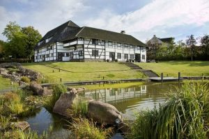 Vakantiehuis & Landgoed AgenBeuke-Villapparte-De Smockelaer-luxe vakantiehuis voor 20 personen-binnen zwembad-groepsaccommodatie-Zuid Limburg