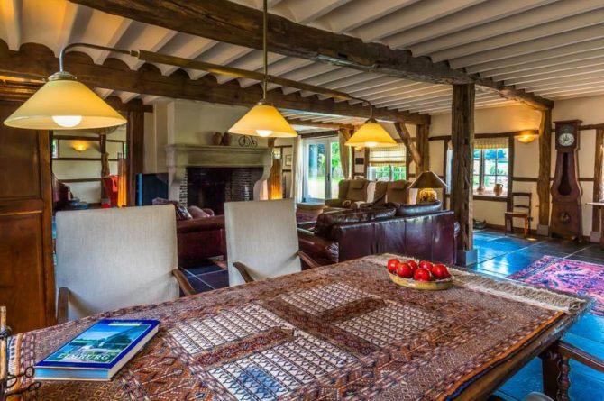 Vakantiehuis & Landgoed AgenBeuke-Villapparte-De Smockelaer-luxe vakantiehuis voor 20 personen-binnen zwembad-groepsaccommodatie-Zuid Limburg-eethoek
