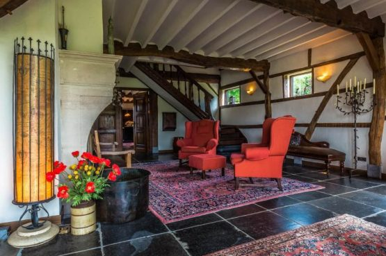 Vakantiehuis & Landgoed AgenBeuke-Villapparte-De Smockelaer-luxe vakantiehuis voor 20 personen-binnen zwembad-groepsaccommodatie-Zuid Limburg-gezellig zitje