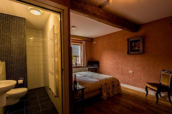 Vakantiehuis Roebelsbos-Villapparte-De Smockelaer-luxe groepsaccommodatie voor 20 personen-Zuid Limburg-slaapkamer met badkamer