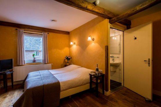 Vakantiehuis Roebelsbos-Villapparte-De Smockelaer-luxe groepsaccommodatie voor 20 personen-Zuid Limburg-slaapkamer met boxspringbedden