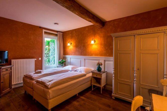 Vakantiehuis Roebelsbos-Villapparte-De Smockelaer-luxe groepsaccommodatie voor 20 personen-Zuid Limburg-slaapkamer met douche
