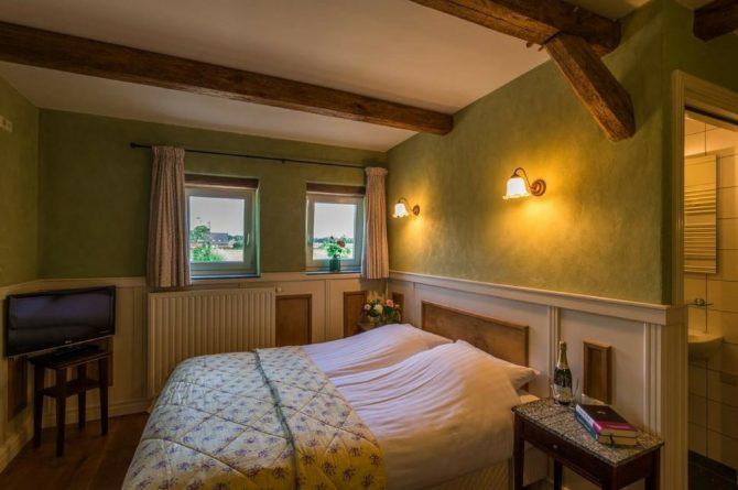 Vakantiehuis Roebelsbos-Villapparte-De Smockelaer-luxe groepsaccommodatie voor 20 personen-Zuid Limburg-slaapkamer met zitje