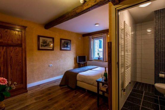 Vakantiehuis Roebelsbos-Villapparte-De Smockelaer-luxe groepsaccommodatie voor 20 personen-Zuid Limburg_slaapkamer met eigen badkamer