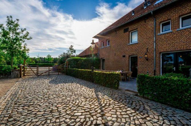 Vakantiehuis Roebelsbos-Villapparte-De Smockelaer-luxe groepsaccommodatie voor 20 personen-Zuid Limburg_terras met uitzicht heuvels
