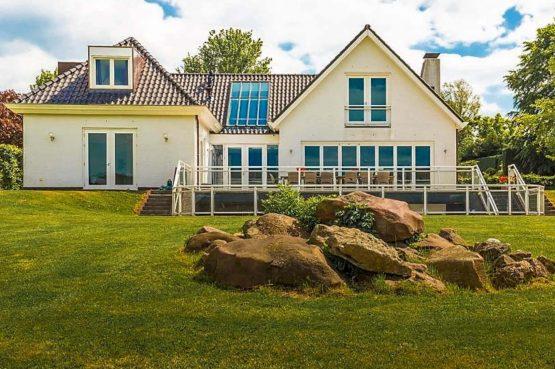 Vakantievilla Schweiberg-Villapparte-De Smockelaer-luxe vakantiehuis voor 18 personen-binnen zwembad-groepsaccommodatie-Zuid Limburg