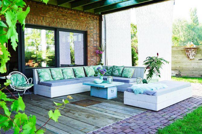 Villapparte-Luxe vakantiehuis De Lieshoeve-Arendonk-groepsaccommodatie voor 12 personen-Overkapping met loungeset