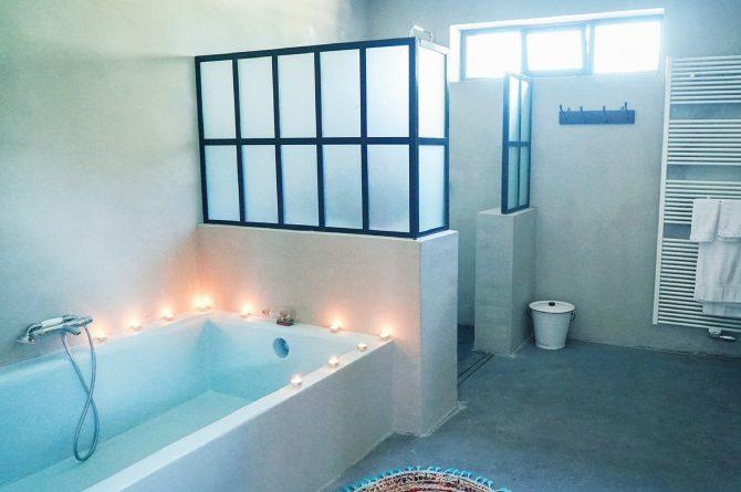 Villapparte-Luxe vakantiehuis De Lieshoeve-Arendonk-groepsaccommodatie voor 12 personen-badkamer met bad en douche