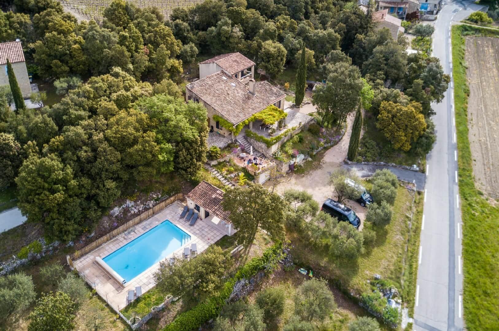 Villapparte_Les Oliviers du Taulisson_unieke Chambres d'Hôtes bij de Mont Ventoux_huis van boven