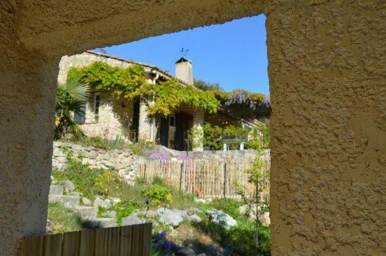 Villapparte_Les Oliviers du Taulisson_unieke Chambres d'Hôtes bij de Mont Ventoux_voorkant huis