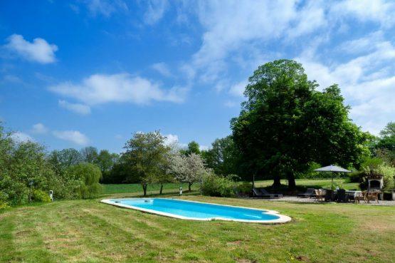 Villapparte_Lys d'avril_luxe vakantiehuizen met zwembad in Haute Vienne_6 personen_zwembad met terras