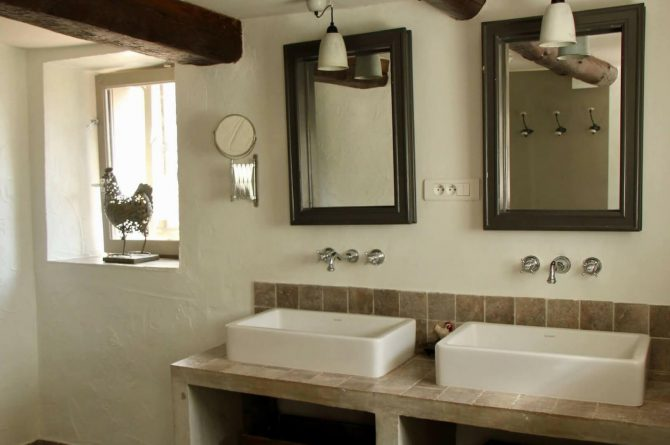 Villapparte_Serre Long_unieke vakantiehuizen in Zuid-Frankrijk_badkamer