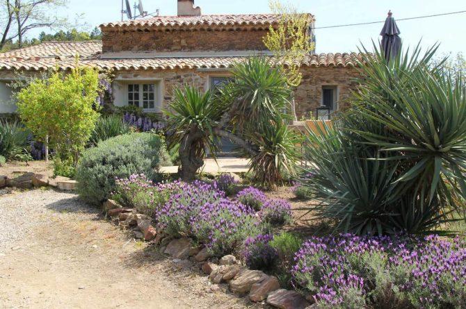 Villapparte_Serre Long_unieke vakantiehuizen in Zuid-Frankrijk_voorkant huis2