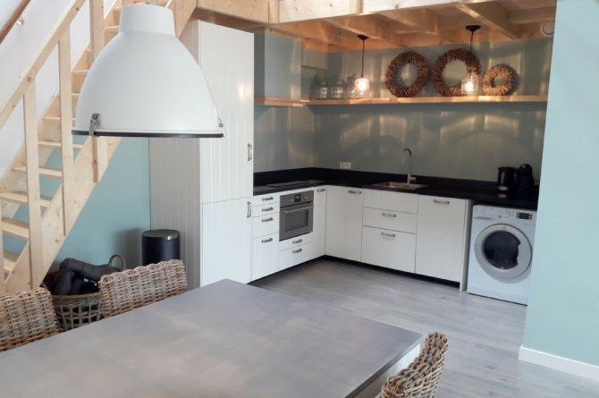Villapparte-Vecht en Weide-Luxe vakantiehuis Grutto-Weesp-keuken met eettafel