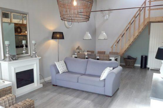Villapparte-Vecht en Weide-Luxe vakantiehuis Grutto-Weesp-woonkamer2