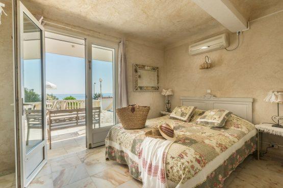 Villapparte_B&B en Vakantievilla Mer du Mer_Les Issambres Côte d'Azur_slaapkamer4