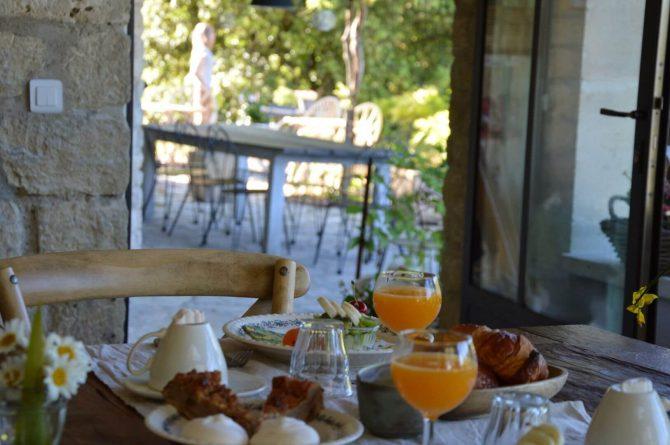 Villapparte_Les Oliviers du Taulisson_unieke Chambres d'Hôtes bij de Mont Ventoux-ontbijt