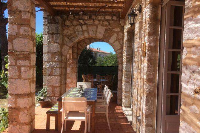 Villapparte_Villa Au Souleu_historisch vakantiehuis Vence 12 personen_Zuid-Frankrijk_Overdekt terras