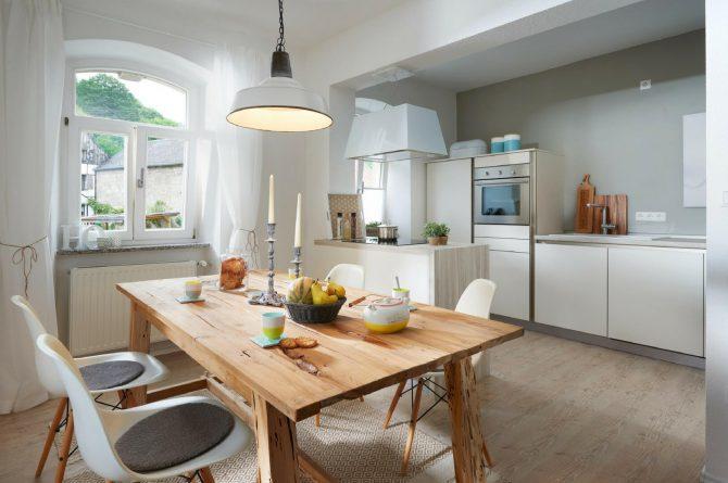 Villapparte-luxe vakantiehuis Lemontree met sauna - 7 personen -Vulkaan Eifel - Duitsland - keuken met eettafel