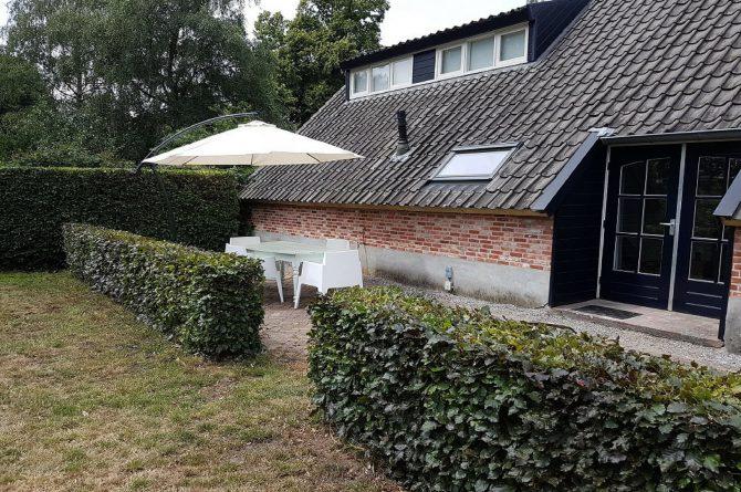 Villapparte_Vakantiehuis De Zeelberg_Dorspswoning_Sfeervol vakantiehuis voor 4 personen_Valkenswaard_tuin met terras