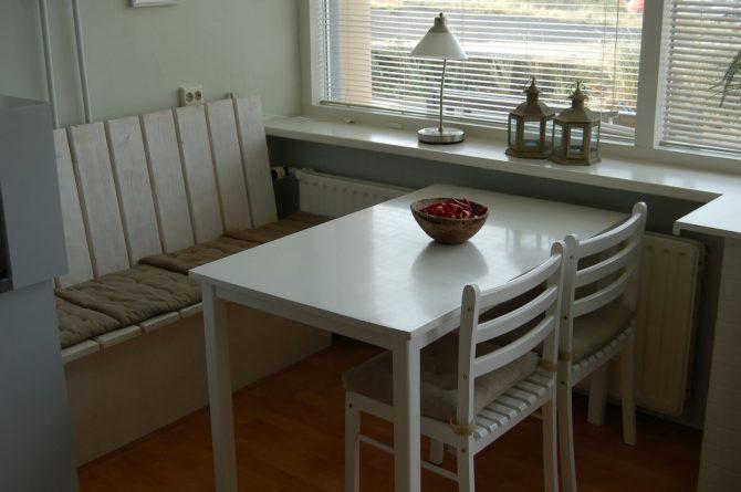 Villapparte_appartement La Mer_vakantiehuis aan zee_Egmond aan Zee_4 personen_uitzicht op zee_eettafel in keuken