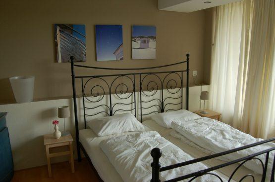 Villapparte_appartement La Mer_vakantiehuis aan zee_Egmond aan Zee_4 personen_uitzicht op zee_slaapkamer