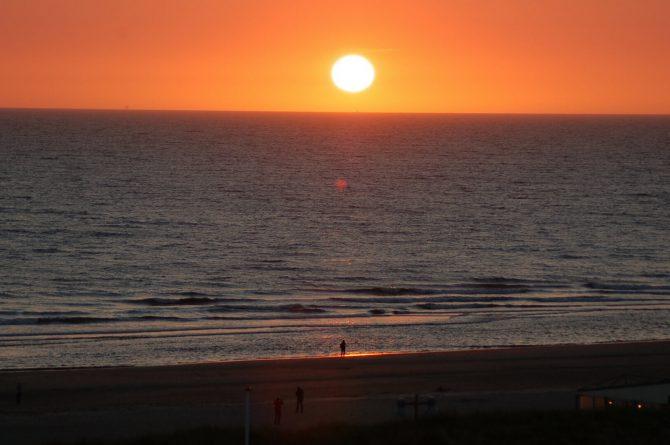 Villapparte_appartement La Mer_vakantiehuis aan zee_Egmond aan Zee_4 personen_uitzicht op zee_zonsondergang