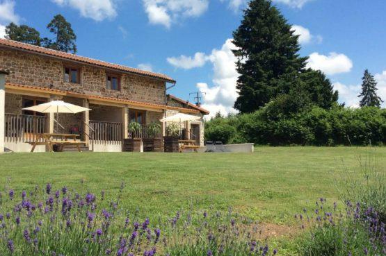 Mazieras-Luxe vakantiehuizen en B&B in Frankrijk-de Dordogne- met verwarmd zwembad-Villapparte-buitenterras en tuin