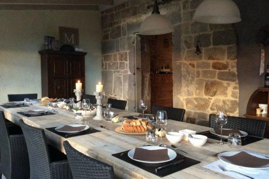 Mazieras-Luxe vakantiehuizen en B&B in Frankrijk-de Dordogne- met verwarmd zwembad-Villapparte-ontbijttafel B&B