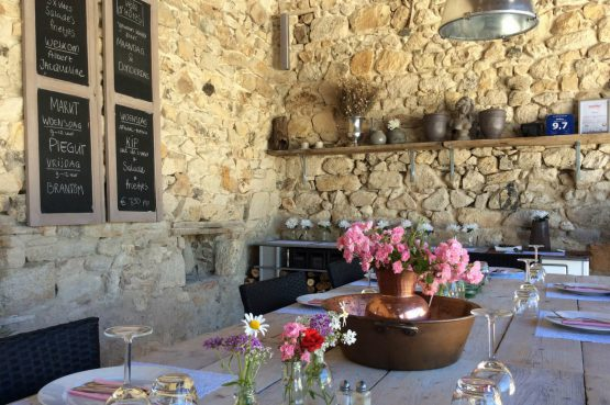 Mazieras-Luxe vakantiehuizen en B&B in Frankrijk-de Dordogne- met verwarmd zwembad-Villapparte-sfeer buitenterras