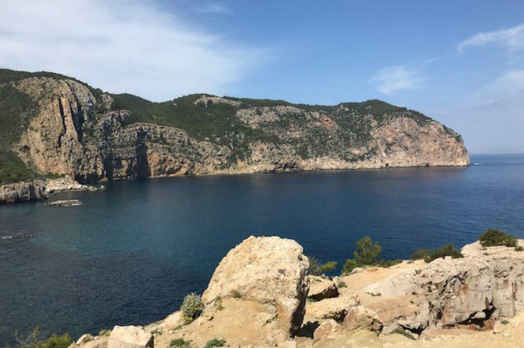Villapparte - Casa la Vida - luxe vakantiehuis voor 6 personen met zwembad - Ibiza - omgeving