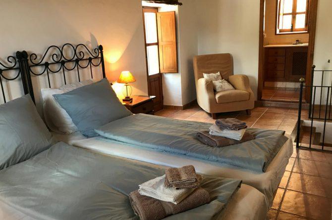 Villapparte - Casa la Vida - luxe vakantiehuis voor 6 personen met zwembad - Ibiza - slaapkamer met airco 2