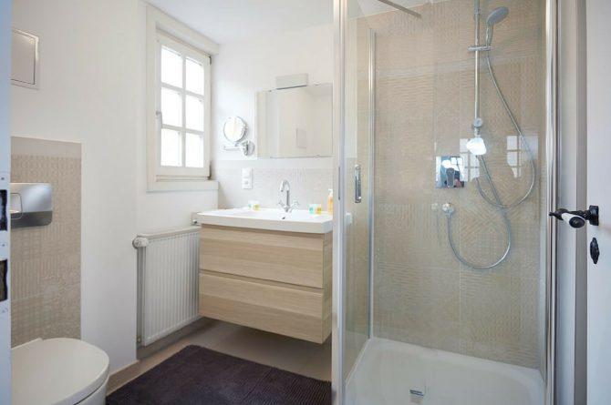 Villapparte-luxe vakantiehuis Appletree met sauna - 12 personen -Moezel - Duitsland -badkamer met douche